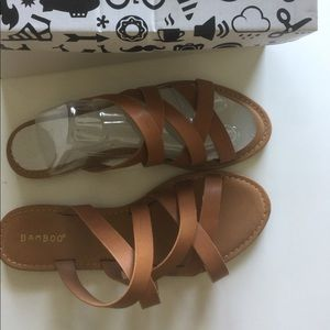 NWT woman's vegan leather 10 sandals strap